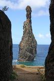 Pase a una roca al océano en Madeira Fotografía de archivo