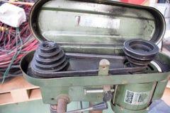 Pasek i pulley na motorowym round dojeżdżać do pracy ławka świderze Obrazy Royalty Free