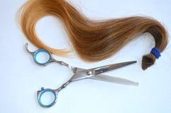 Pasemko włosy z nożycami i gręplą dla ostrzyżenia obraz royalty free