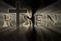 Pasen-achtergrond met de dwars en toegenomen geschreven teksten van Jesus Christ, gegraveerd, sneed op steen stock afbeeldingen
