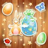 Pasen-achtergrond met eieren, konijntje en document elementen Stock Fotografie
