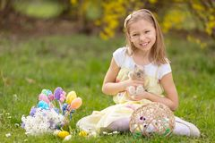 Pasen Bunny And Little Girl stock fotografie