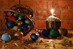 Pasen-cake met Paaseieren Stock Fotografie