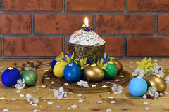Pasen-cake met Paaseieren Royalty-vrije Stock Foto's