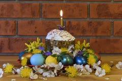 Pasen-cake met Paaseieren Stock Foto