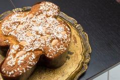 Pasen-cake op een dienblad, Colomba Pasquale - Italië Stock Foto's