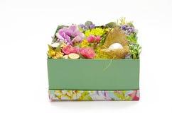 Pasen-decor in een doos stock foto