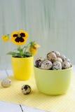 Pasen-decoratie - eieren, bloem en koppen Royalty-vrije Stock Afbeelding