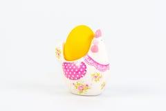 Pasen-decoratie met een geel ei Stock Foto's