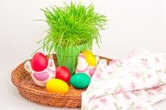 Pasen-decoratie met eieren en handdoek Royalty-vrije Stock Afbeelding