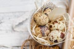 Pasen-decoratie met kleine eieren Royalty-vrije Stock Foto's