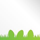 Pasen-groetkaart met document eieren op groene achtergrond Royalty-vrije Stock Foto's