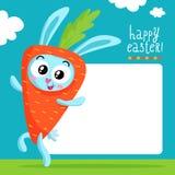 Pasen-het malplaatje van de groetkaart met konijntje in wortelkostuum Stock Afbeeldingen
