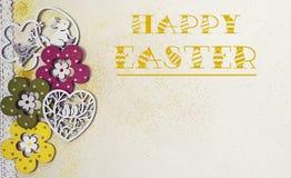 Pasen-kaart, met bloemen, vogels, konijn en brokaat stock foto