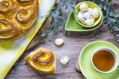 Pasen-lunch met chinoisbrood en eieren royalty-vrije stock foto's