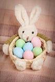 Pasen-mand met verfraaide eieren royalty-vrije stock foto