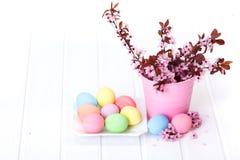 Pasen-regeling met perzikbloemen Stock Fotografie