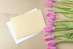 Pasen-tulpen met groetkaart Royalty-vrije Stock Afbeeldingen