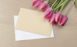 Pasen-tulpen met groetkaart Royalty-vrije Stock Afbeelding