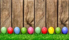 Pasen-vakantieachtergrond Gekleurde Eieren Stock Afbeeldingen