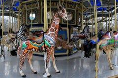 Paseo cariñosamente hecho a mano del carrusel con el detalle complejo de los animales de la fauna, parque zoológico de Baltimore, imagen de archivo libre de regalías