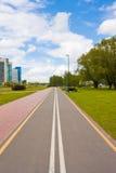 Paseo de la bicicleta en la ciudad Imagenes de archivo