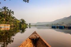 Paseo de la canoa en África Imagen de archivo libre de regalías
