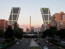 在Paseo de la Castellana,马德里的Skyscrappers 库存照片