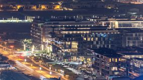 Paseo de la ciudad en la opinión superior aérea de Dubai del timelapse del rascacielos, UAE metrajes