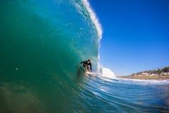 Paseo de la depresión de la adrenalina de la persona que practica surf   Imagen de archivo