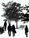 Paseo de la gente en el parque Imagen de archivo libre de regalías