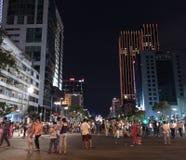 Paseo de la gente en Saigon el día de la victoria Imagen de archivo