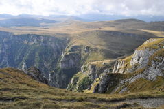 Paseo de la montaña en Bucegi Fotos de archivo libres de regalías