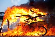 Paseo de la moto a través del fuego Imágenes de archivo libres de regalías