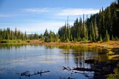 Paseo de la orilla del lago Fotos de archivo