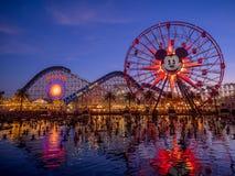Paseo de la rueda de la diversión de Mickey en el embarcadero del paraíso en Disney Fotos de archivo