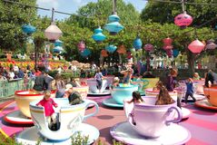 Paseo de la taza de té en Fantasyland en Disneyland, CA Fotografía de archivo
