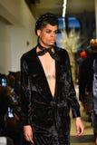 Paseo de los modelos el final de la pista en la colección de Ryan Charlie Menswear Fall 2017 Imagenes de archivo