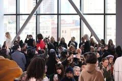 Paseo de los modelos el final de la pista en la demostración de Lacoste durante semana de la moda de Nueva York Fotos de archivo