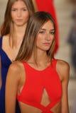 Paseo de los modelos el final de la pista que lleva a Ralph Lauren Spring 2016 durante semana de la moda de Nueva York Imagen de archivo libre de regalías