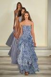 Paseo de los modelos el final de la pista que lleva a Ralph Lauren Spring 2016 durante semana de la moda de Nueva York Imagenes de archivo