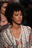 Paseo de los modelos el final de la pista para el desfile de moda de Anna Sui Fotos de archivo libres de regalías