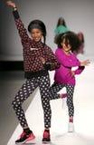 Paseo de los modelos la pista en el desfile de moda de los niños del Nike Levi durante Mercedes-Benz Fashion Week Fall 2015 Fotos de archivo libres de regalías