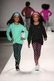 Paseo de los modelos la pista en el desfile de moda de los niños del Nike Levi durante Mercedes-Benz Fashion Week Fall 2015 Fotografía de archivo libre de regalías
