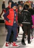 Paseo de los modelos la pista en el desfile de moda de los niños del Nike Levi durante Mercedes-Benz Fashion Week Fall 2015 Imagen de archivo