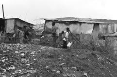 Paseo de los niños en fango Foto de archivo