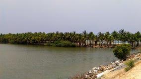 Paseo de Pondicherry en la playa del paraíso el lago momentos antes del mar Imagenes de archivo