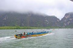 Paseo del barco de Tailandia del mar de Andaman foto de archivo