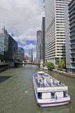 Paseo del barco en el río Chicago del norte Fotografía de archivo libre de regalías
