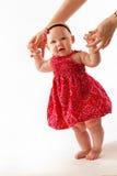 Paseo del bebé de las ayudas de la madre Foto de archivo libre de regalías